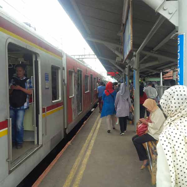 Sudimara-Station-IMG_20160203_145453