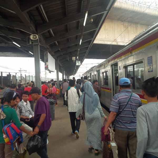 Tanah-Abang-Station-IMG_20160115_084942