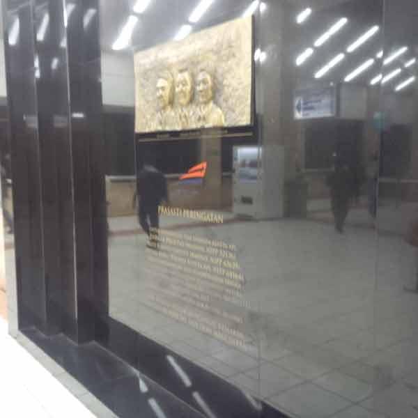 Tanah-Abang-Station-Monument-IMG_20160113_201237