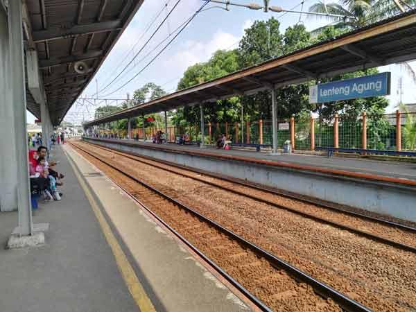 Lenteng_Agung_Station_IMG_20160707_134524