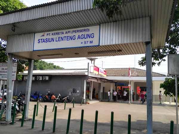 Lenteng_Agung_Station_IMG_20160707_135203