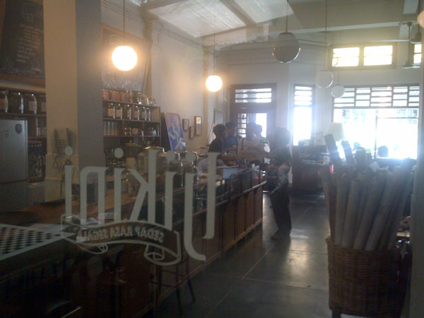 non-smoking-section-cafe-tjikini