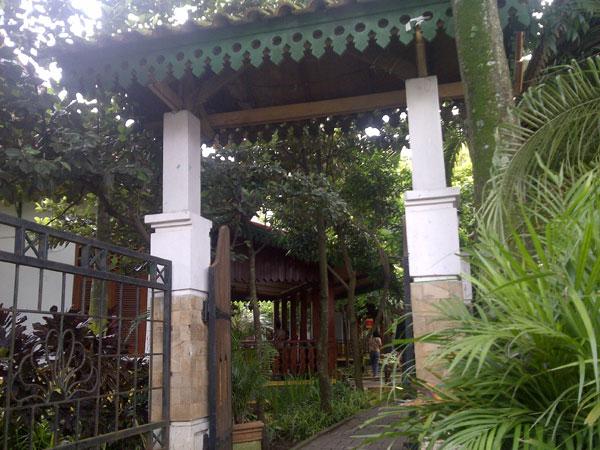 Entry-Gate-Kampung-Betawi