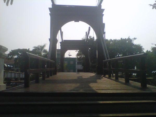 Jembatan-Kota-Intan-1