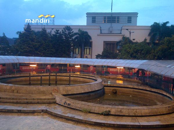 taman-stasiun-kota-bank-mandiri