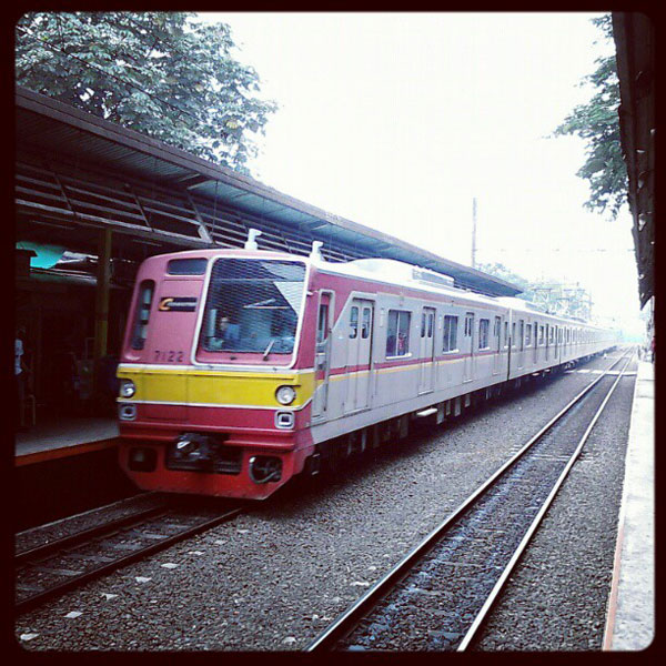 commuterline-di-stasiun