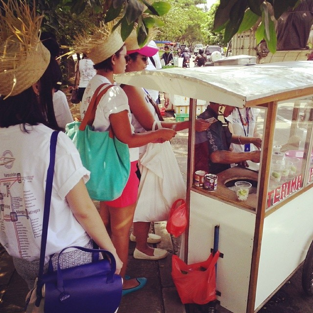 Es Poden AHP Tangerang Tour