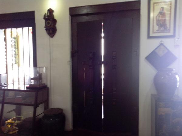 Pintu-Kayu-Museum-Benteng