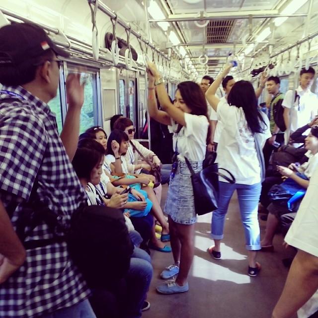Suasana CommuterLine AHP Tangerang Tour