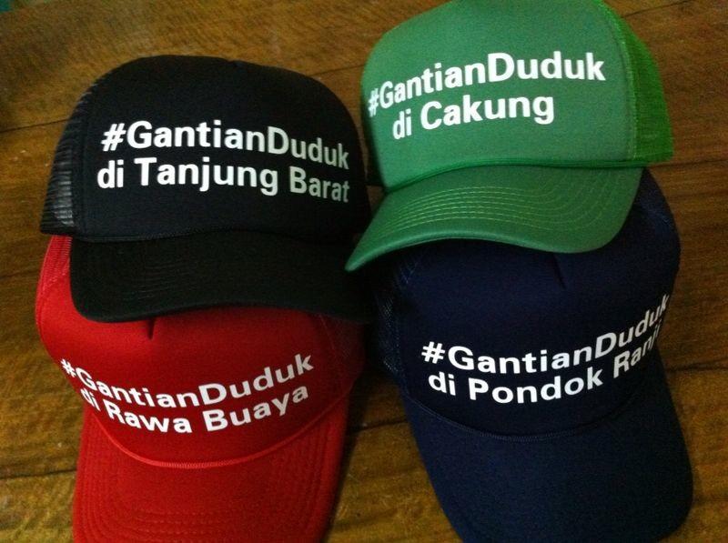empat topi gantian duduk