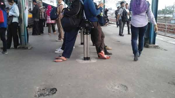 manggarai-station-platform-bench-20151021_173152