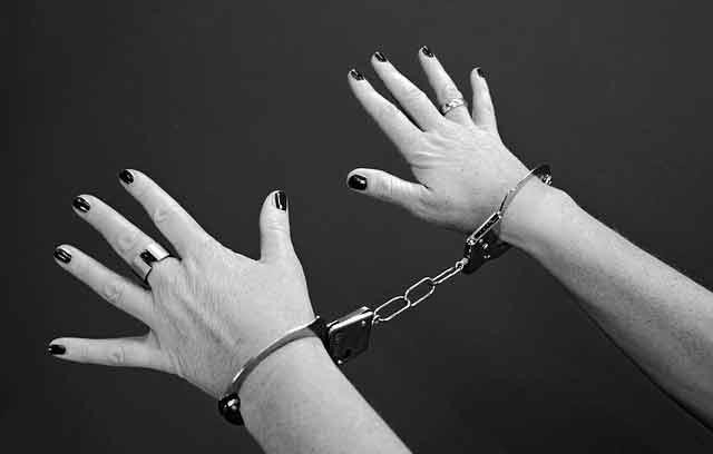 handcuffs-964522_640-1