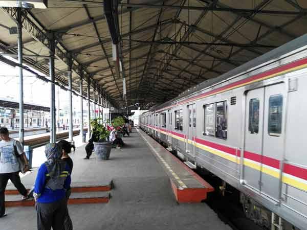 Jatinegara_station_IMG_20160704_124836