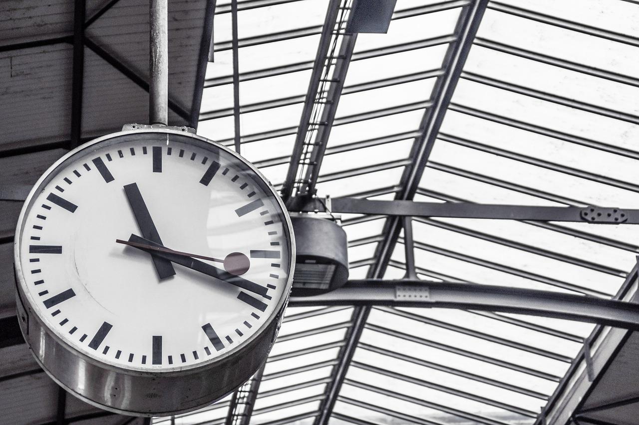 Apa Jadwal Terakhir KRL @CommuterLine ? – Jakarta by Train